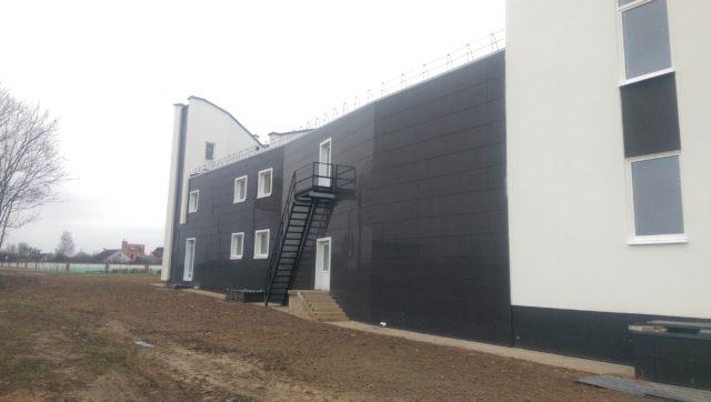 Вентилируемый фасад из керамогранита в Минске, ул. Долгиновский тракт